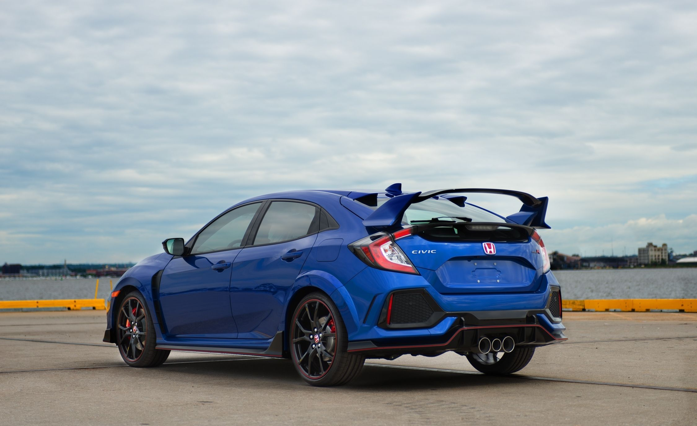 the 2017 honda civic type r goes on sale in the u s. Black Bedroom Furniture Sets. Home Design Ideas