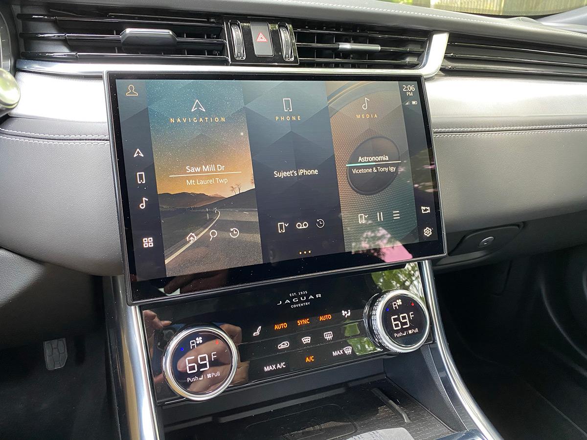 2021 Jaguar XF P300 R-Dynamic SE infotainment system